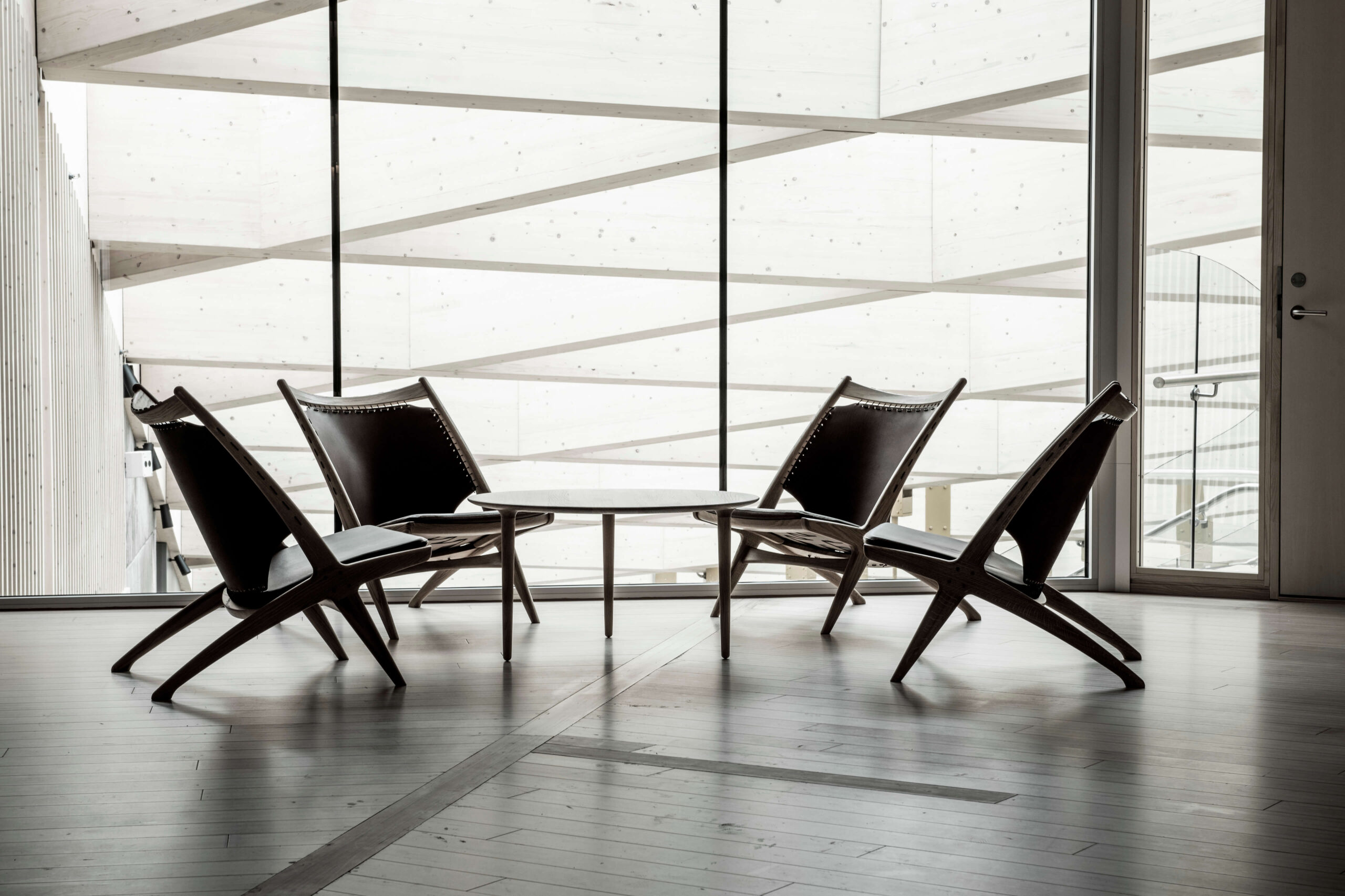 Krysset lounge chair and Evja coffee table at Finansparken