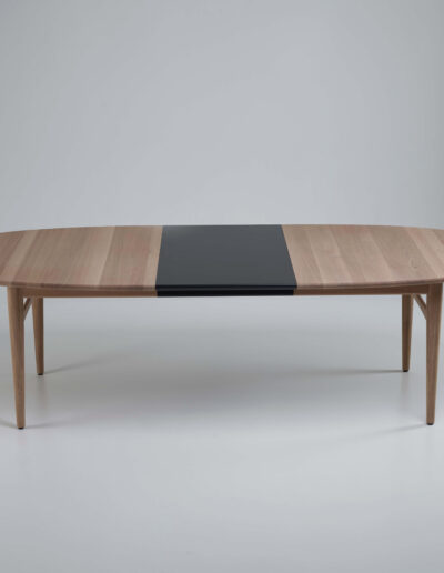 Øya dining table