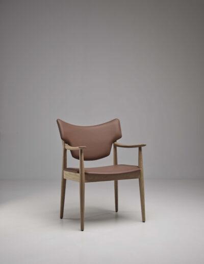 Veng arm chair